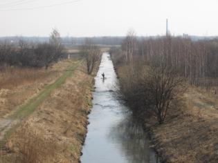 Zdjęcie 26. Bobrek. Widok z DSR1 w górę rzeki.