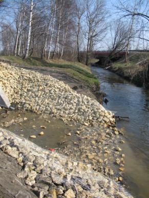 Zdjęcie 27. Bobrek. Tuż za DSR1 obudowany potok Dańdówka wpływa do Bobrka.