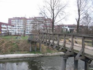 Zdjęcie 8. Brynica. Drewniany mostek w okolicy ulicy Naftowej.